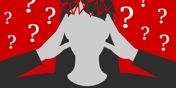 femme qui se tient la tête entourée de points d'interrogation