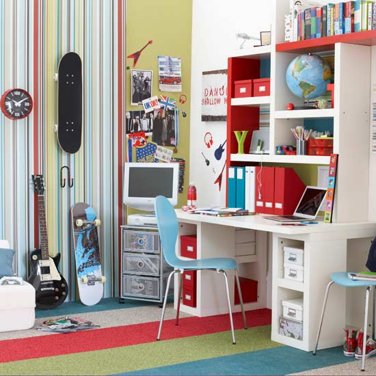 Teenage Boy S Bedroom With Map Mural: English On Line